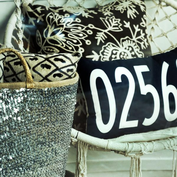 MV_Storefront_Glitter_Bag_02568_Pillow_1920_x_1080